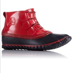 Sorel - Out N About Red and Black Water Booties